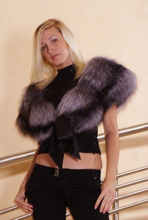 Палантин - меховая или отделанная мехом дамская накидка прямоугольной...